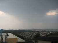 通り雨(遠景).JPG